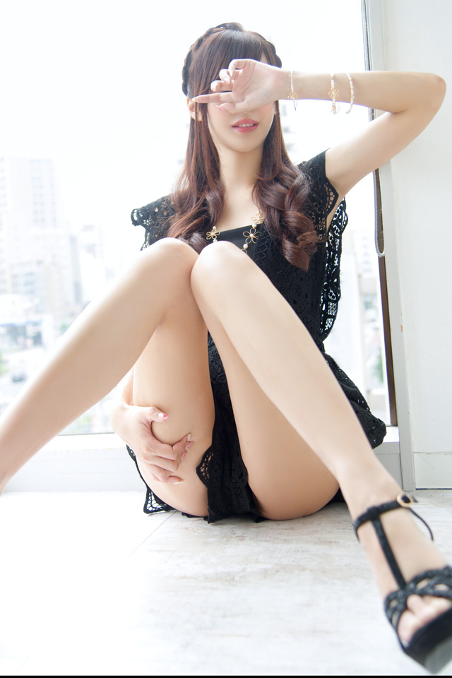 彩海友梨(アヤミユリ)